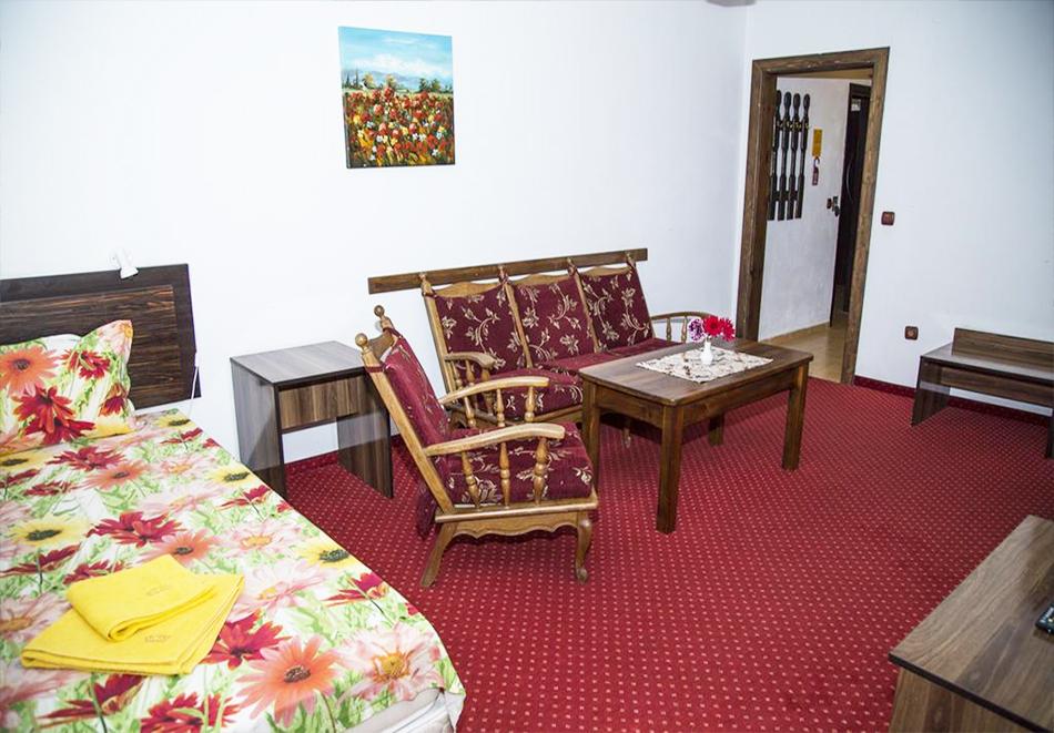 Великден в Сапарева баня! 3 или 4 нощувки на човек със закуски и вечери + празничен обяд + вътрешен басейн и релакс зона с минерална вода от Семеен хотел Емали, снимка 11
