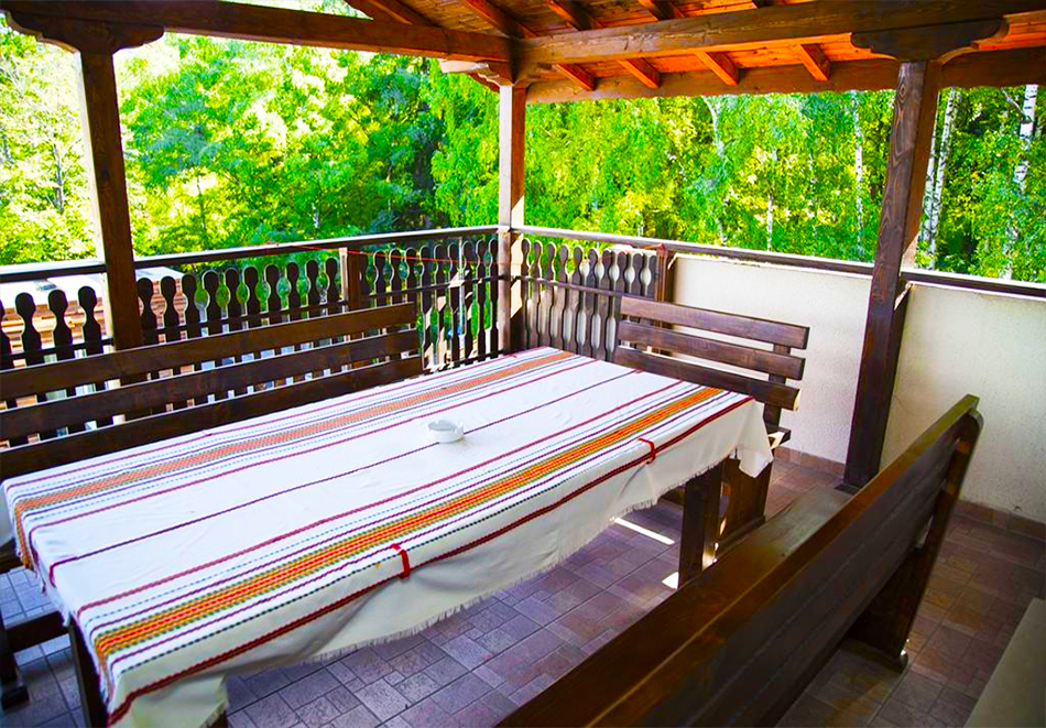 Великден в Сапарева баня! 3 или 4 нощувки на човек със закуски и вечери + празничен обяд + вътрешен басейн и релакс зона с минерална вода от Семеен хотел Емали, снимка 13