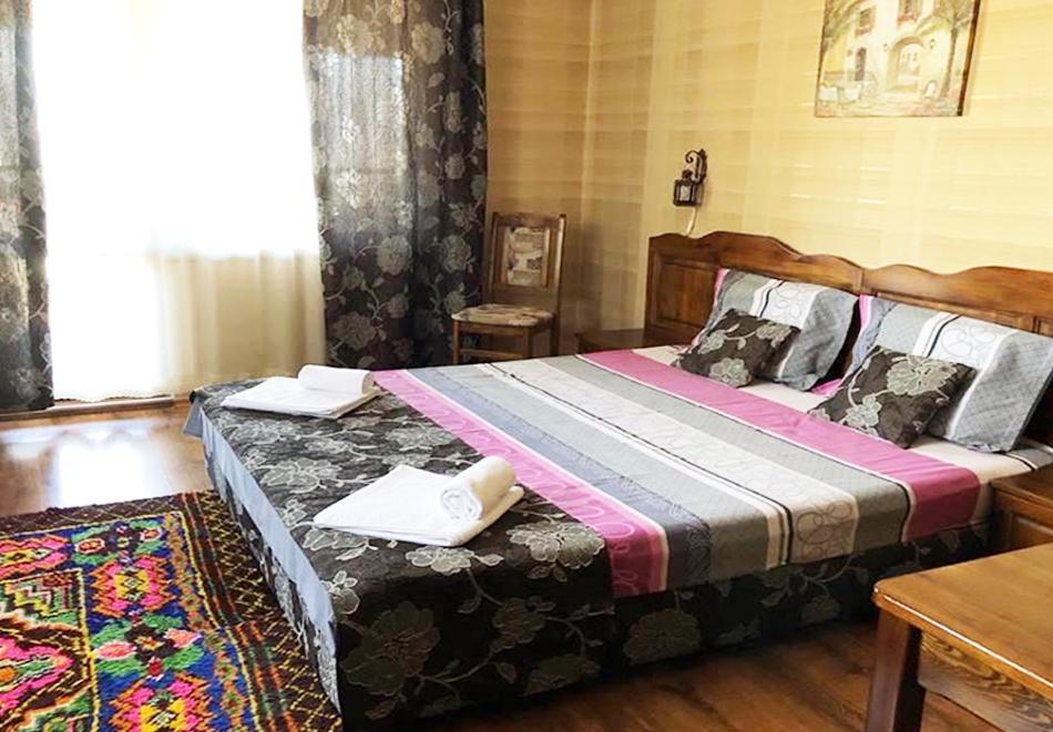 Великден в Сапарева баня! 3 или 4 нощувки на човек със закуски и вечери + празничен обяд + вътрешен басейн и релакс зона с минерална вода от Семеен хотел Емали, снимка 8
