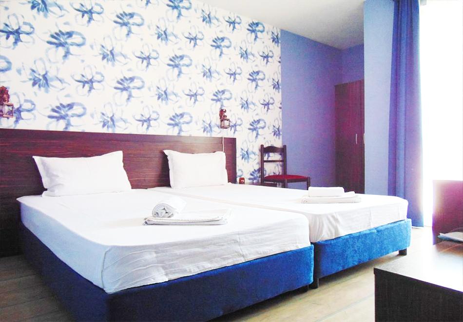 Великден в Сапарева баня! 3 или 4 нощувки на човек със закуски и вечери + празничен обяд + вътрешен басейн и релакс зона с минерална вода от Семеен хотел Емали, снимка 7