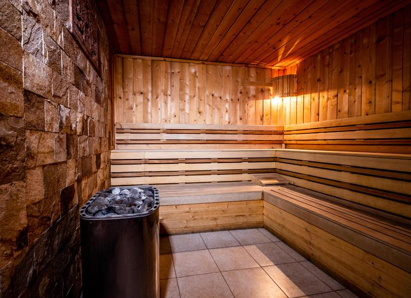 Нощувка на човек със закуска и вечеря + басейн и релакс зона с минерална вода от хотел България, Велинград, снимка 8
