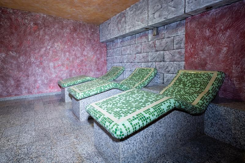 Нощувка на човек със закуска и вечеря + басейн и релакс зона с минерална вода от хотел България, Велинград, снимка 5