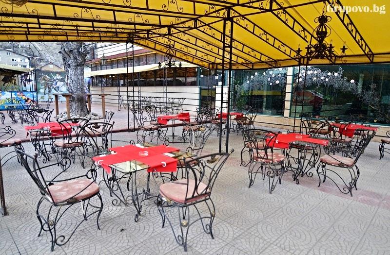 Нощувка на човек със закуска и вечеря + басейн и релакс зона с минерална вода от хотел България, Велинград, снимка 17