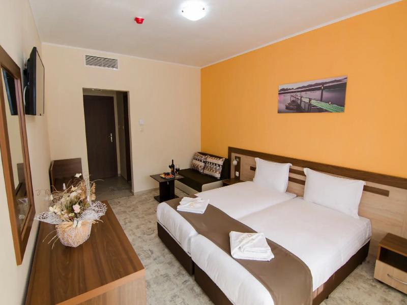 Уикенд в Родопите! 2 нощувки на човек със закуски + басейн и релакс зона от хотел Кремен, Кърджали., снимка 18