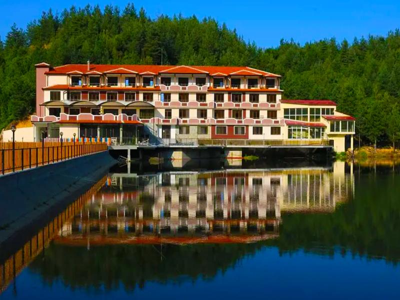 Уикенд в Родопите! 2 нощувки на човек със закуски + басейн, релакс зона и риболов от хотел Кремен, Кърджали. 2 деца до 12г. - безплатно, снимка 2