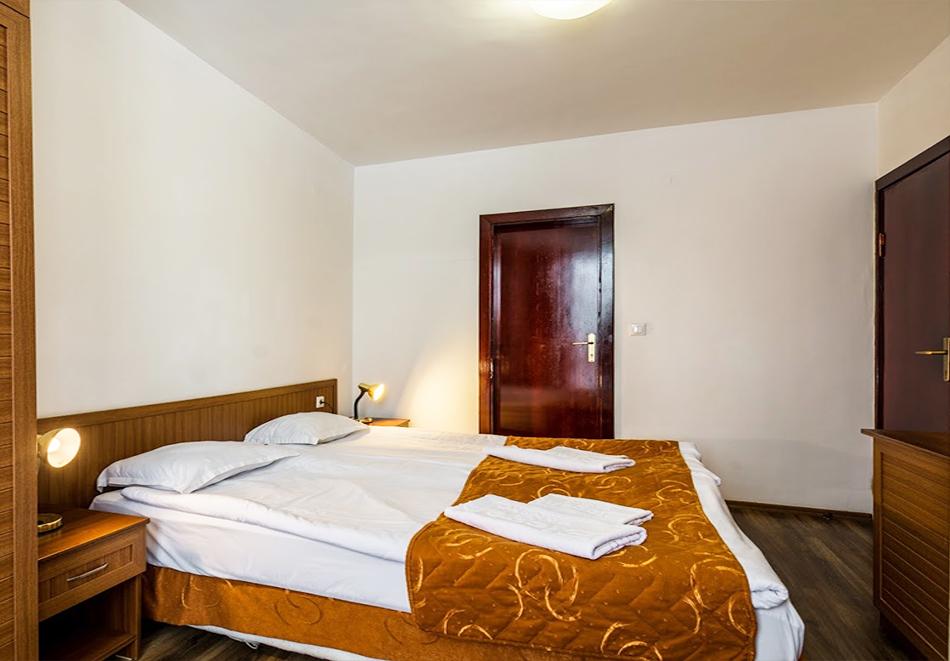 Нощувка на човек със закуска + топъл басейн и релакс зона в хотел Елегант Лукс, Банско, снимка 12