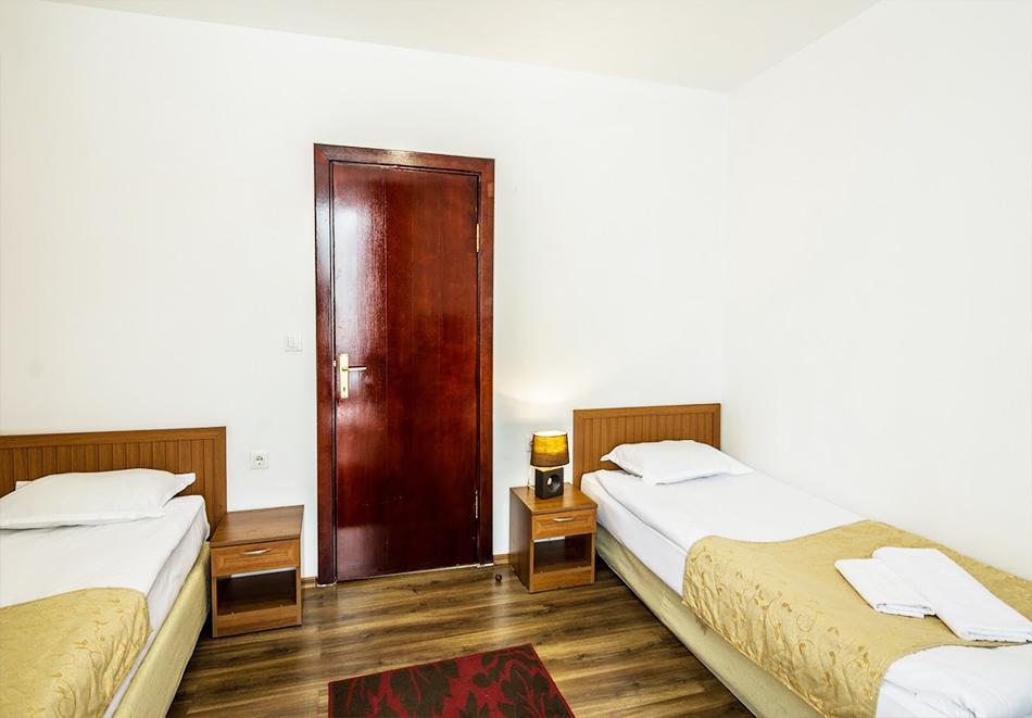 Нощувка на човек със закуска + топъл басейн и релакс зона в хотел Елегант Лукс, Банско, снимка 13
