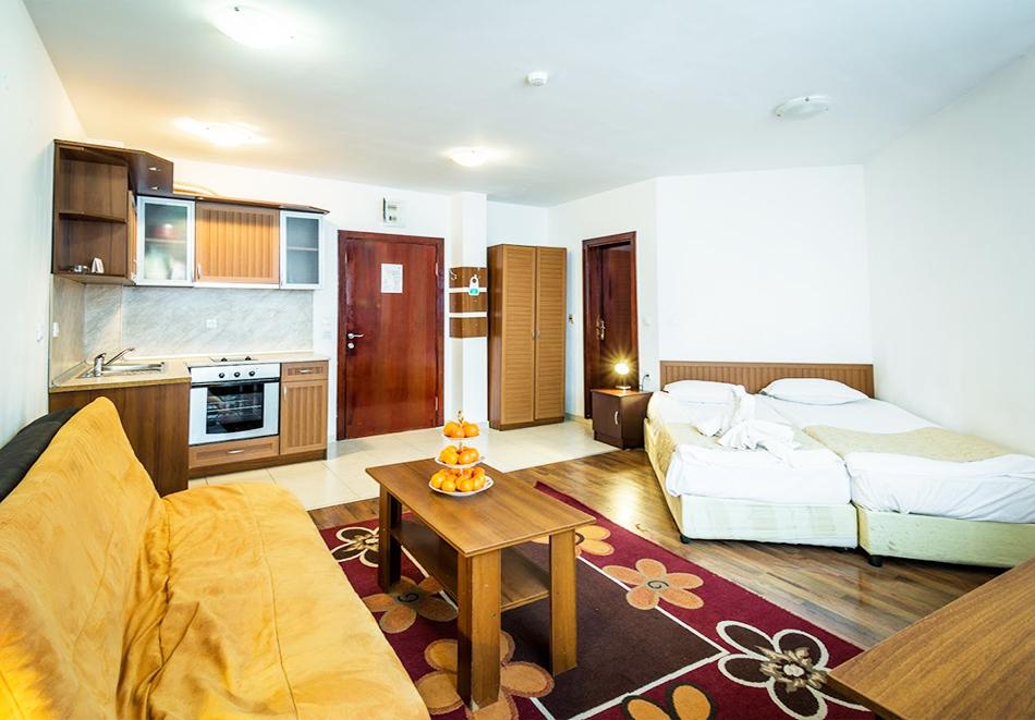 Нощувка на човек със закуска + топъл басейн и релакс зона в хотел Елегант Лукс, Банско, снимка 11