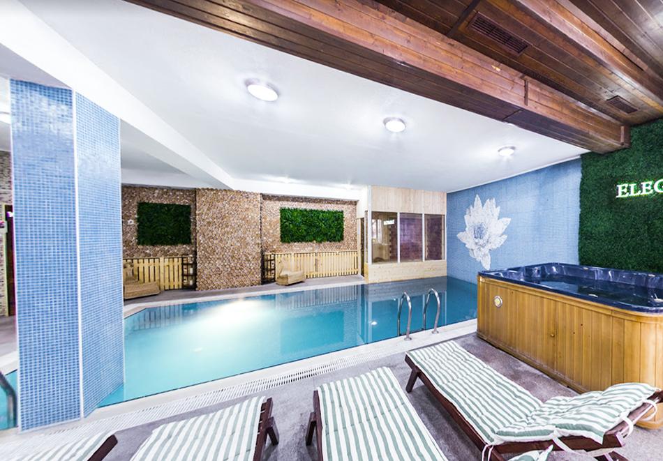 Нощувка на човек със закуска + топъл басейн и релакс зона в хотел Елегант Лукс, Банско, снимка 3