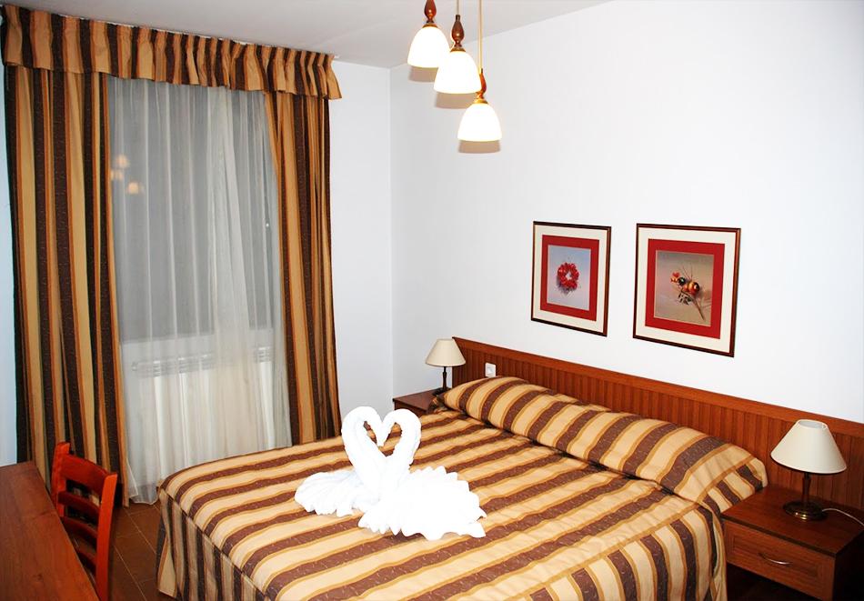 Нощувка на човек със закуска + топъл басейн и релакс зона в хотел Елегант Лукс, Банско, снимка 6