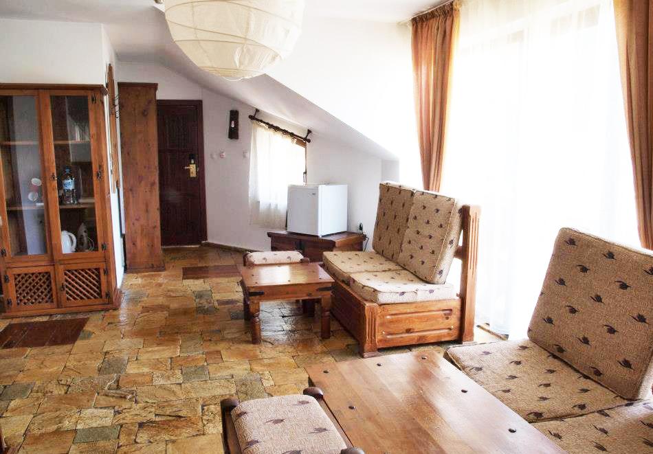 Нощувка на човек със закуска + минерален басейн и релакс зона в хотел Петрелийски, Огняново, снимка 12