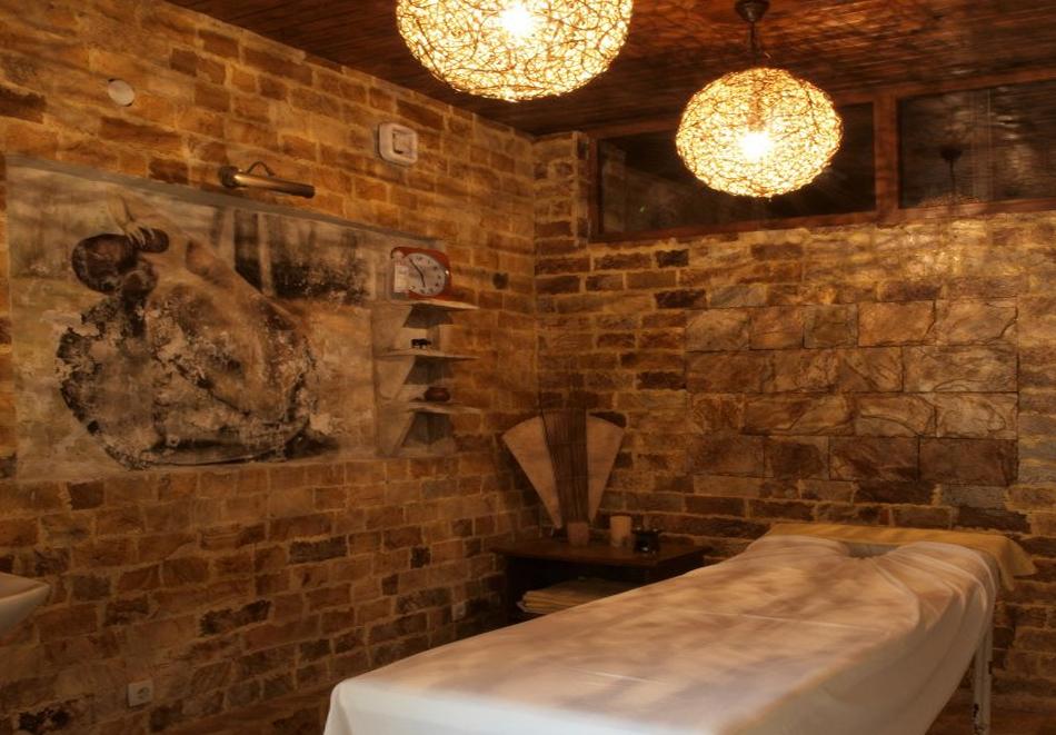 Нощувка на човек със закуска + минерален басейн и релакс зона в хотел Петрелийски, Огняново, снимка 9