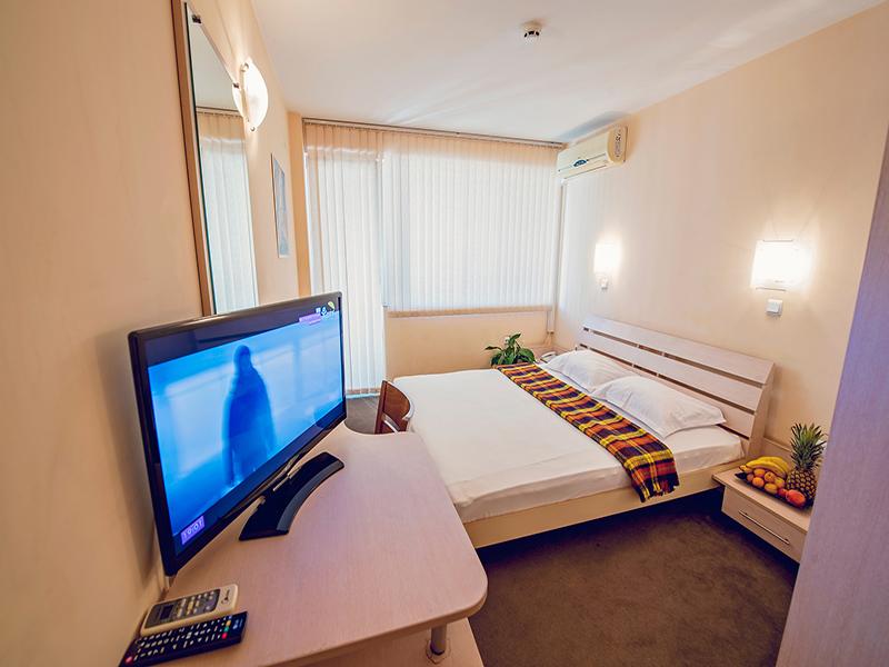 Нощувка на човек в хотел Гран Иван***, Варна, снимка 6