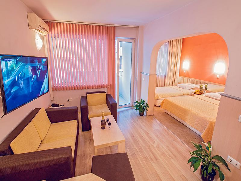 Нощувка на човек в хотел Гран Иван***, Варна, снимка 10