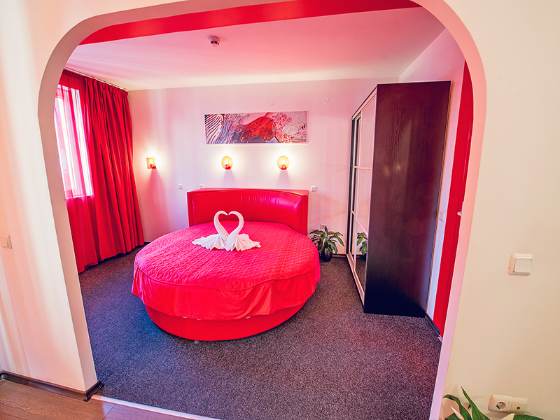 Нощувка на човек в хотел Гран Иван***, Варна, снимка 4
