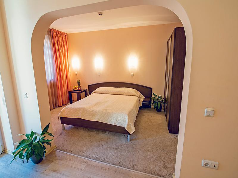 Почивка във Варна! Нощувка на човек в двойна стая, студио или апартамент в хотел Гран Иван***, снимка 7