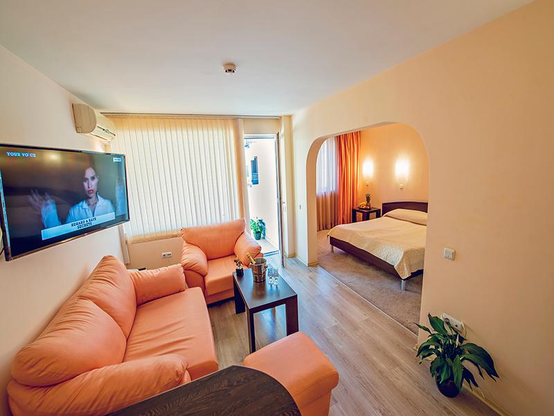 Нощувка на човек в хотел Гран Иван***, Варна, снимка 7