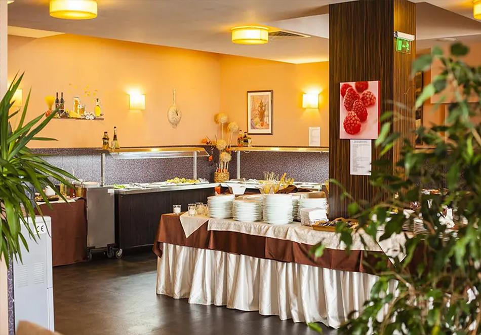 Нощувка, закуска и вечеря на човек + басейн и релакс зона в хотел Сейнт Джордж Ски & Холидей****, Банско, снимка 20