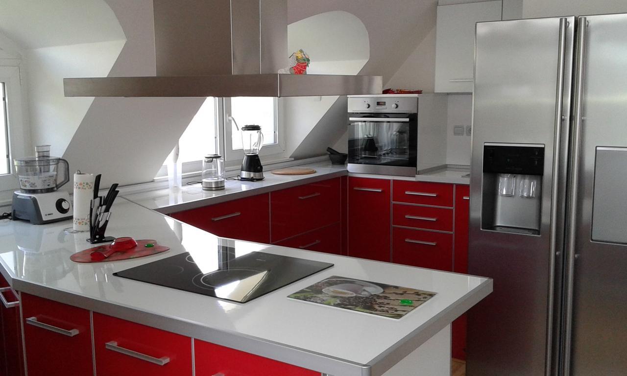 Нощувка за четирима със закуска* + топли напитки, сауна и джакузи в напълно оборудван и обзаведен апартамент от Сажитариус, Кюстендил, снимка 3