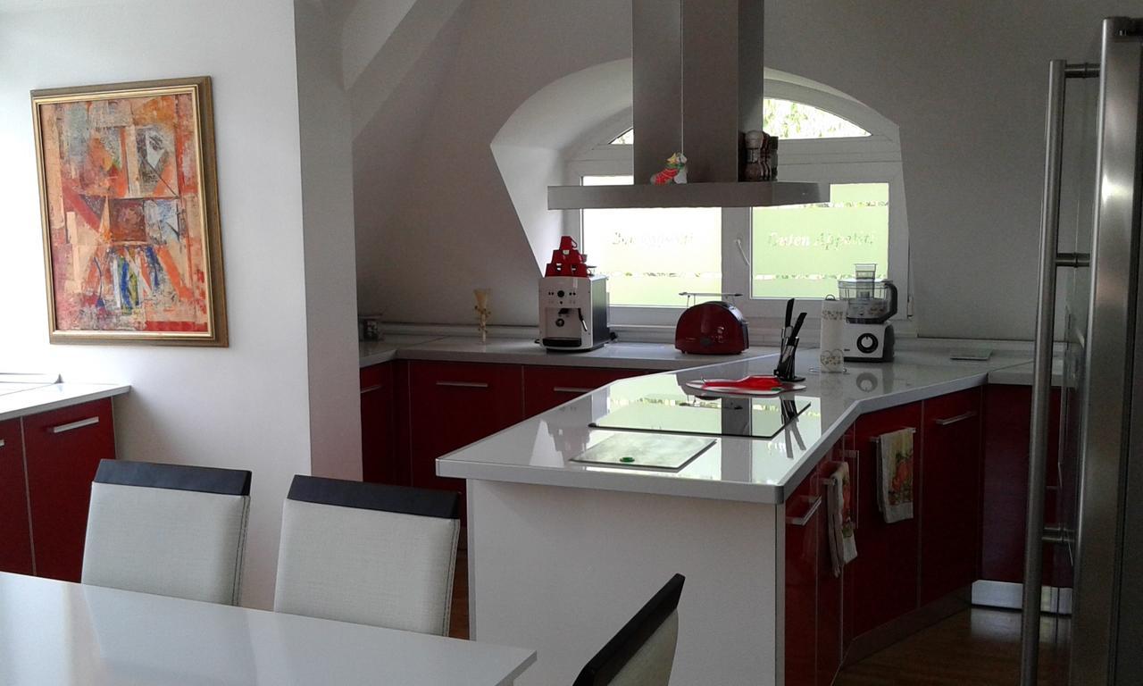 Нощувка за четирима със закуска* + топли напитки, сауна и джакузи в напълно оборудван и обзаведен апартамент от Сажитариус, Кюстендил, снимка 4