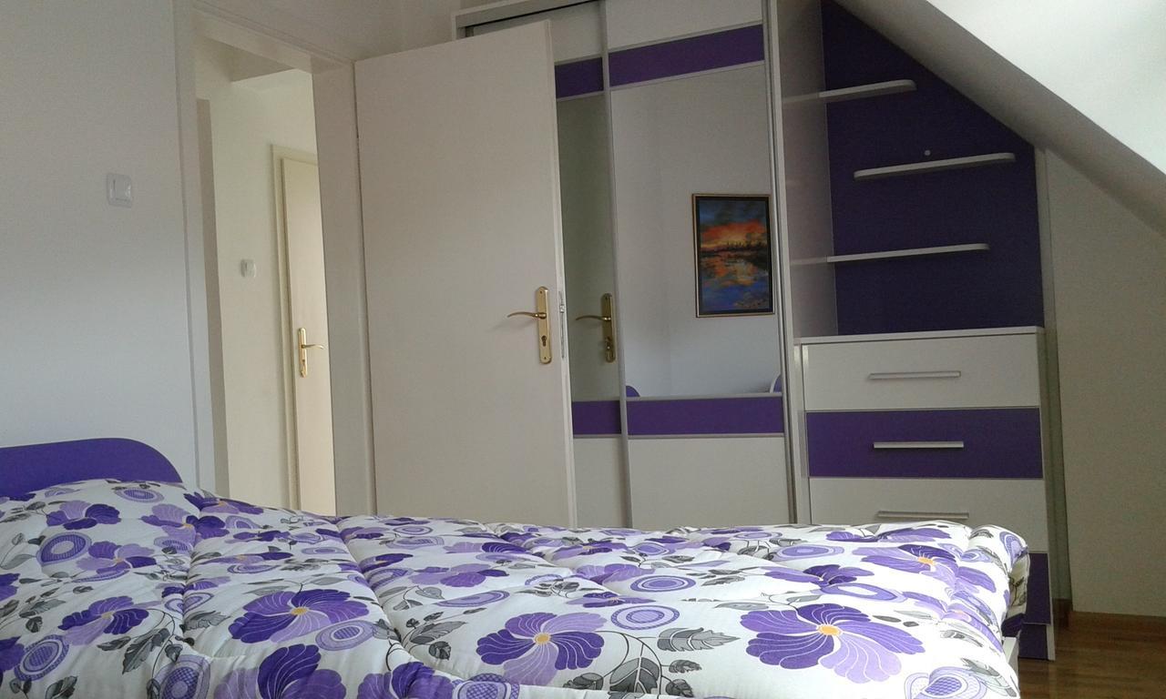 Нощувка за четирима със закуска* + топли напитки, сауна и джакузи в напълно оборудван и обзаведен апартамент от Сажитариус, Кюстендил, снимка 6