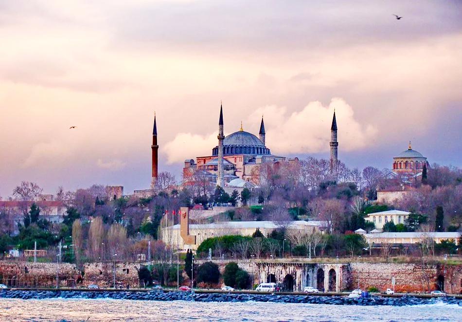 Уикенд екскурзия до Истанбул, Турция ! Транспорт + 2 нощувки на човек със закуски в хотел по избор - 2, 3 или 4* от Караджъ Турс. Тръгване всеки четвъртък от Варна и Бургас., снимка 4
