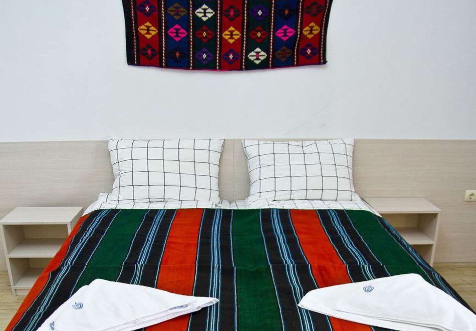 Нощувка на човек със закуска и вечеря + топъл минерален басейн в Хотел Царска баня, гр. Баня край Карлово, снимка 16