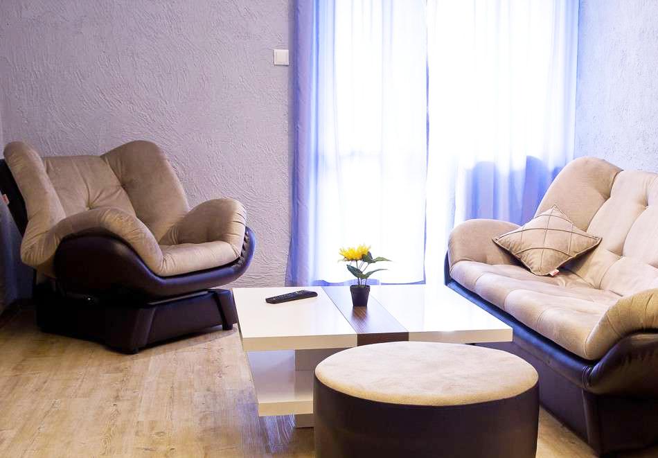 Нощувка на човек със закуска и вечеря + топъл минерален басейн в Хотел Царска баня, гр. Баня край Карлово, снимка 15