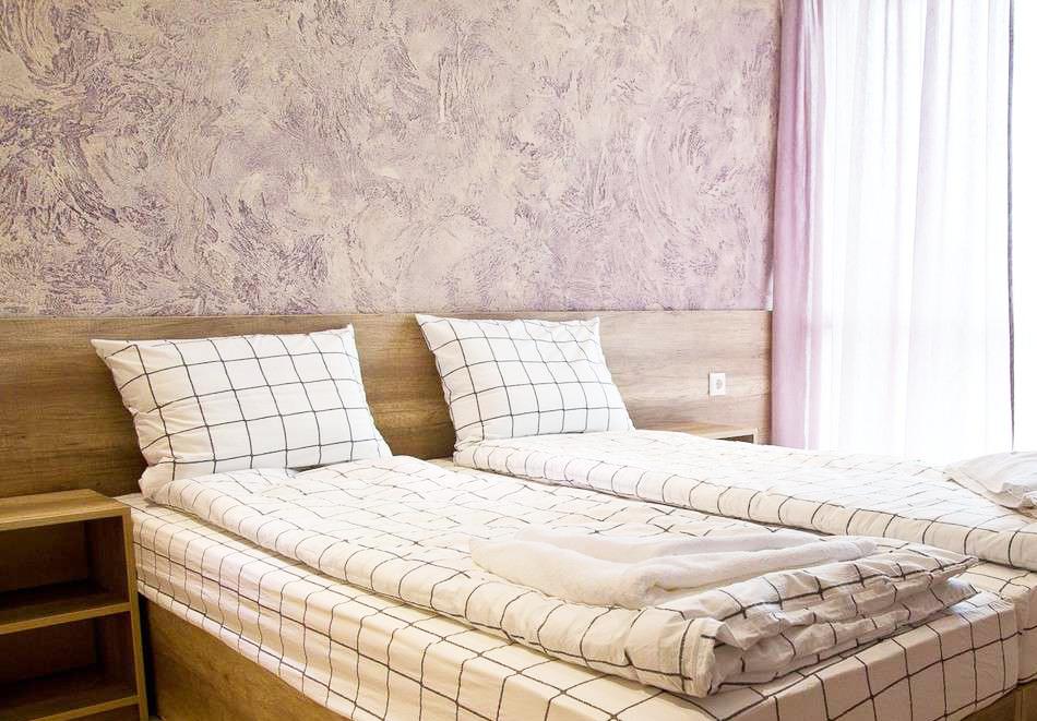 Нощувка на човек със закуска и вечеря + топъл минерален басейн в Хотел Царска баня, гр. Баня край Карлово, снимка 14