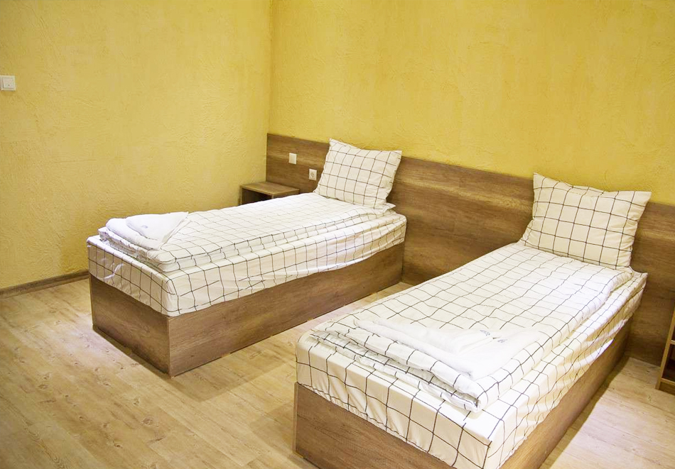 Нощувка на човек със закуска и вечеря + топъл минерален басейн в Хотел Царска баня, гр. Баня край Карлово, снимка 13