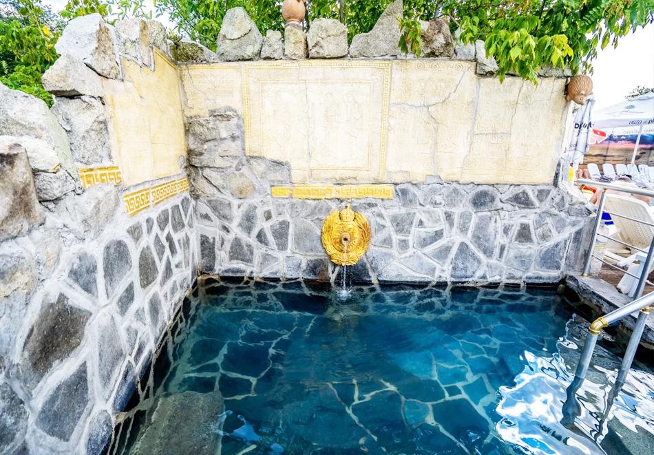 Нощувка на човек със закуска и вечеря + топъл минерален басейн в Хотел Царска баня, гр. Баня край Карлово, снимка 9