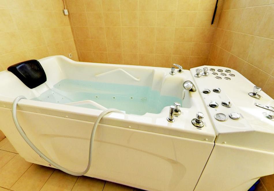 Нощувка на човек със закуска и вечеря + топъл минерален басейн в Хотел Царска баня, гр. Баня край Карлово, снимка 4