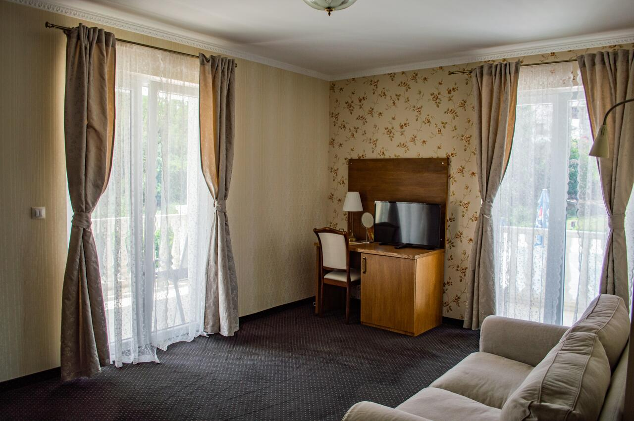 2+ нощувки на човек със закуски и вечери + минерален басейн и релакс зона от хотел Алексион Палас, снимка 6