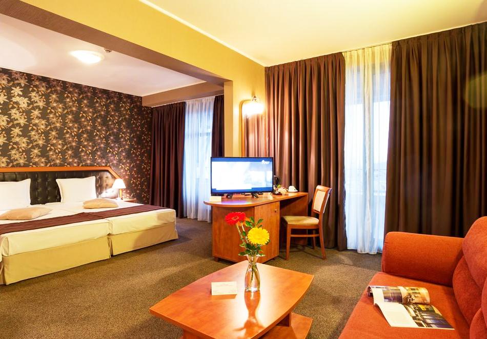 Уикенд във Велинград! 2 нощувки със закуски и вечери* на човек + минерален басейн и СПА в Парк хотел Олимп****, снимка 12
