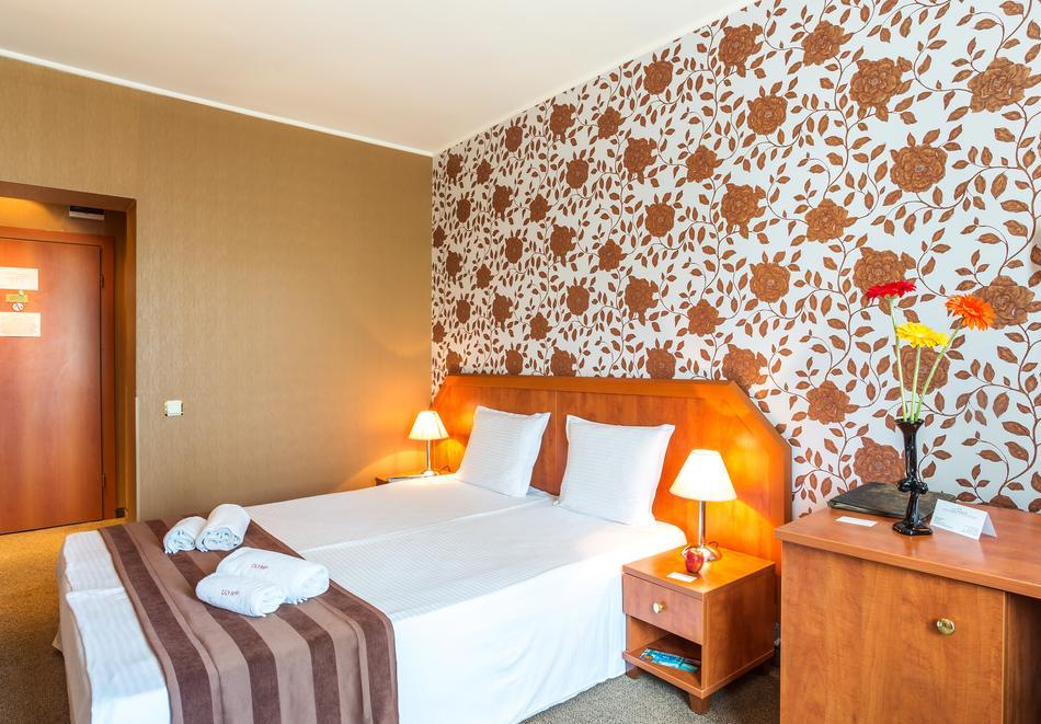 Уикенд във Велинград! 2 нощувки със закуски и вечери* на човек + минерален басейн и СПА в Парк хотел Олимп****, снимка 13