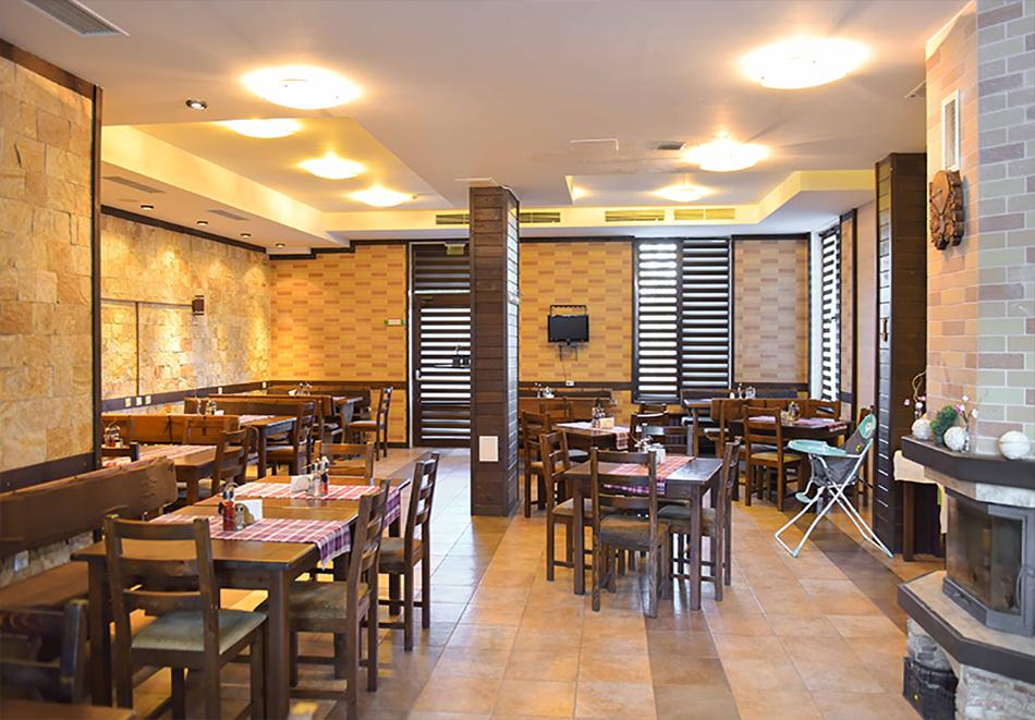 Нощувка на човек със закуска или закуска и вечеря по избор + басейн и релакс център в хотел Роял Банско Апартмънтс, Банско, снимка 17