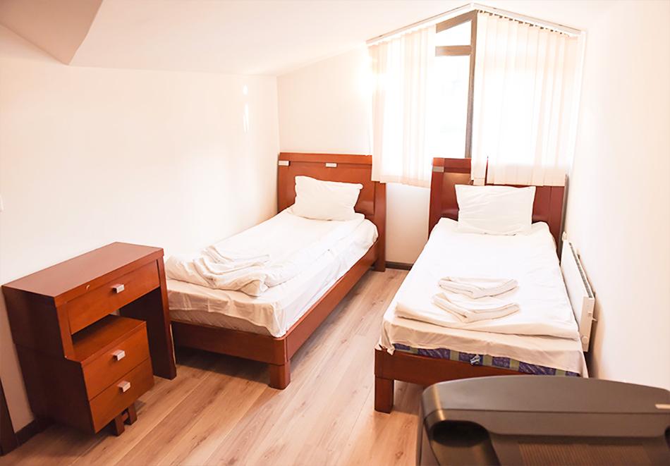 Нощувка на човек със закуска или закуска и вечеря по избор + басейн и релакс център в хотел Роял Банско Апартмънтс, Банско, снимка 13
