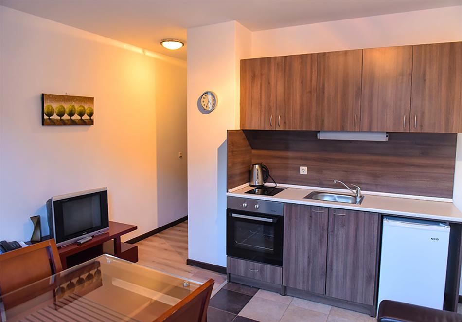 Нощувка на човек със закуска или закуска и вечеря по избор + басейн и релакс център в хотел Роял Банско Апартмънтс, Банско, снимка 14