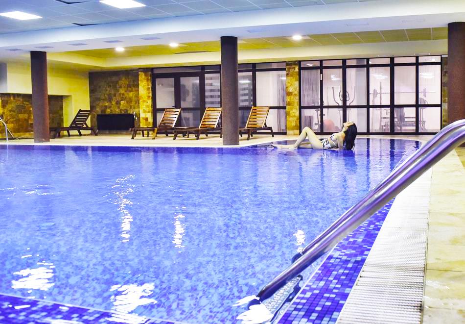 Нощувка на човек със закуска или закуска и вечеря по избор + басейн и релакс център в хотел Роял Банско Апартмънтс, Банско, снимка 5