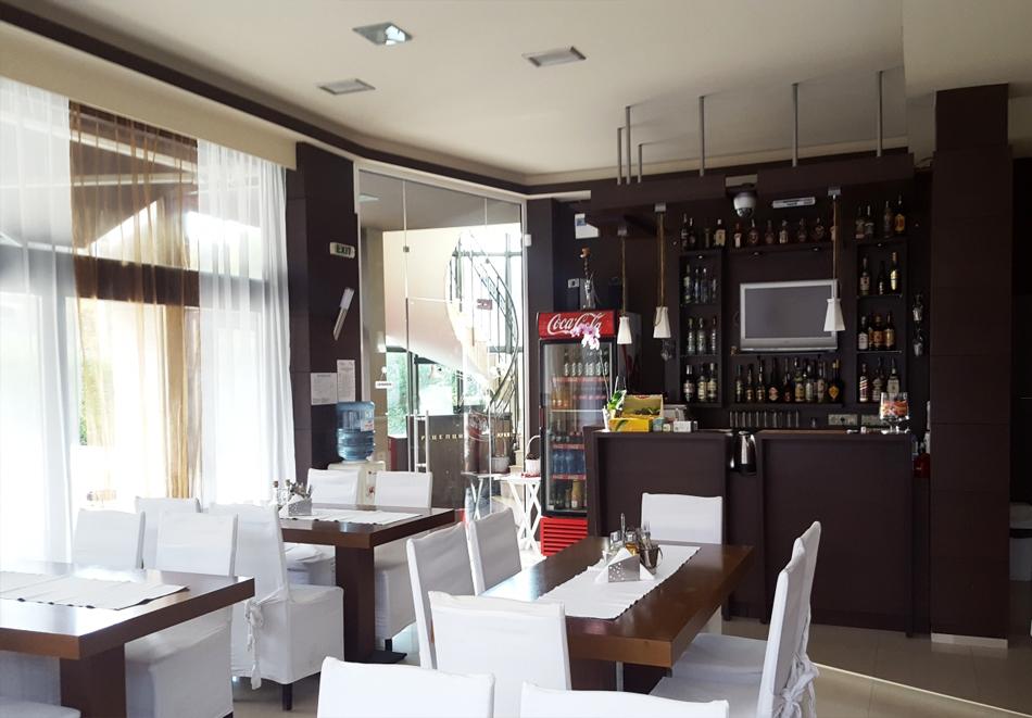 Нощувка на човек със закуска и вечеря в хотел Зорница, Рибарица, снимка 10