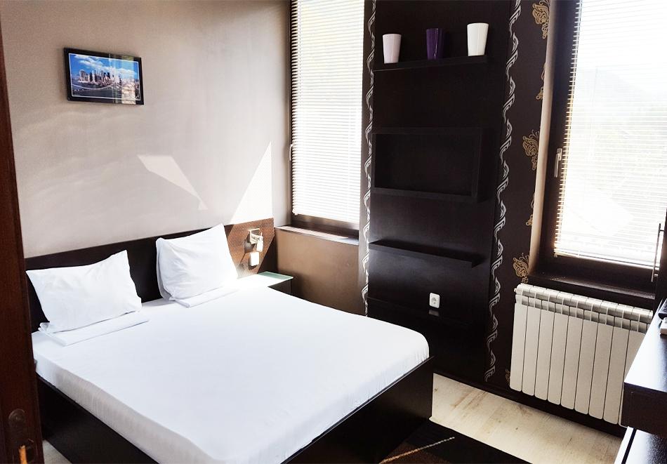 Нощувка на човек със закуска и вечеря в хотел Зорница, Рибарица, снимка 7