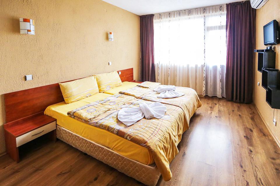 Нощувка на човек със закуска + сауна и джакузи в хотел Шарков, Огняново, снимка 8