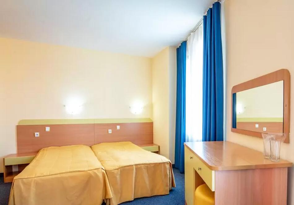 На ПЪРВА линия в Китен! 5 нощувки на човек със закуски, обеди и вечери + басейн в хотел Съндей, снимка 5
