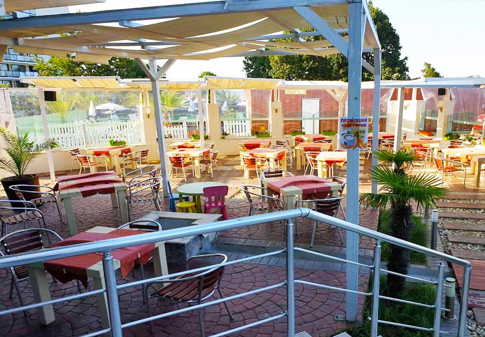 На ПЪРВА линия в Китен! 5 нощувки на човек със закуски, обеди и вечери + басейн в хотел Съндей, снимка 10