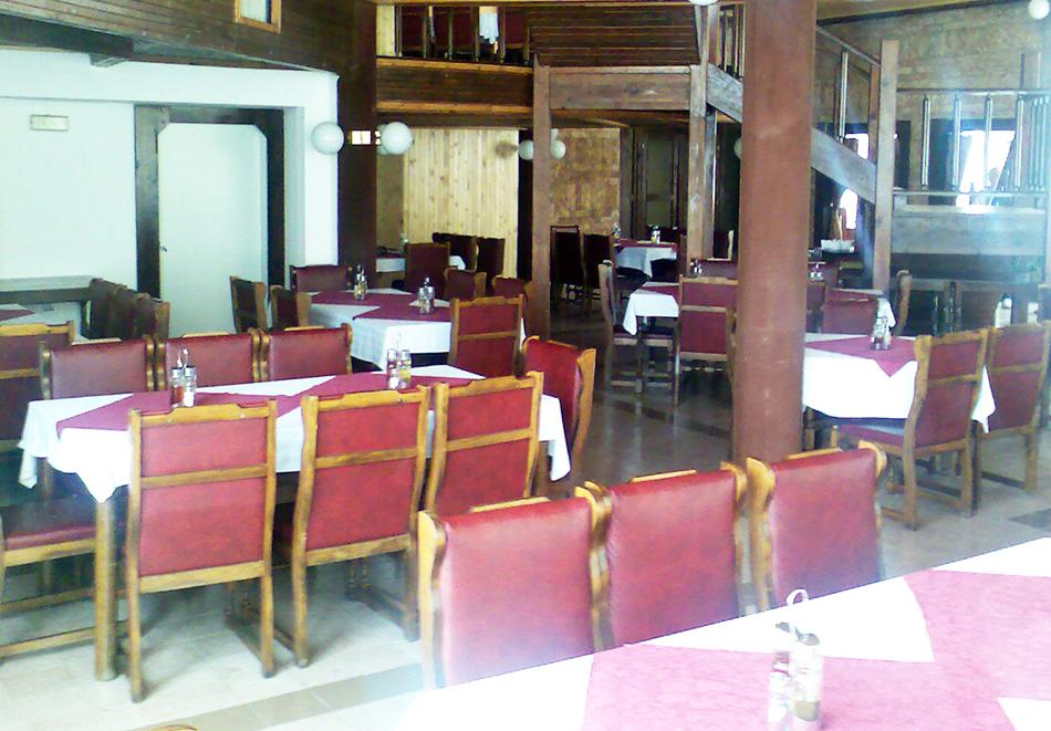 Нощувка на човек със закуска и вечеря само за 29.90 лв. в хотел Виктория, Брацигово, снимка 8