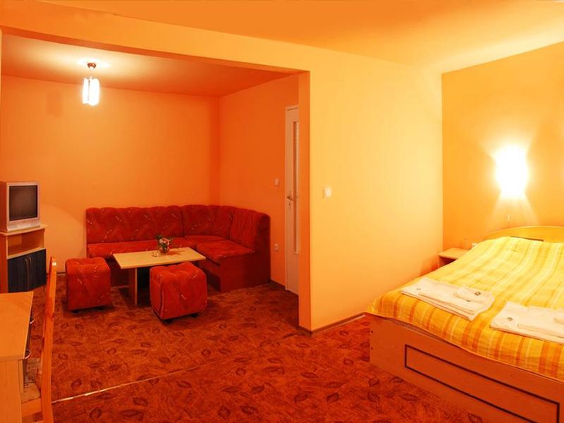 Великден край Велико Търново! 2 или 3 нощувки на човек със закуски + празничен обяд в хотел Момина Крепост, снимка 7