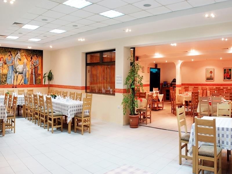 Великден край Велико Търново! 2 или 3 нощувки на човек със закуски + празничен обяд в хотел Момина Крепост, снимка 9