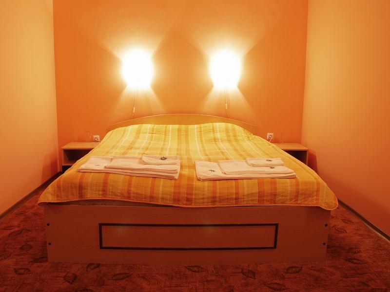Великден край Велико Търново! 2 или 3 нощувки на човек със закуски + празничен обяд в хотел Момина Крепост, снимка 5