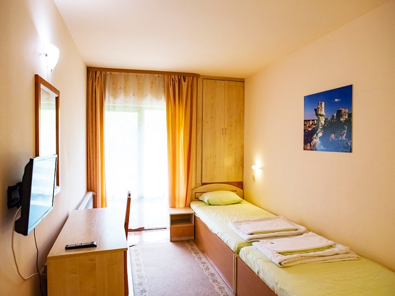 Великден край Велико Търново! 2 или 3 нощувки на човек със закуски + празничен обяд в хотел Момина Крепост, снимка 6