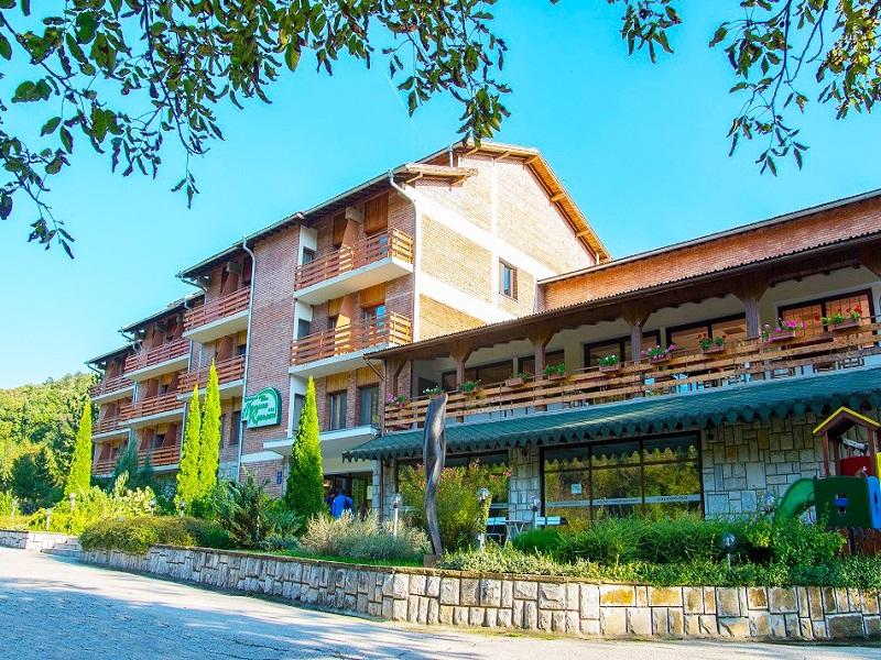 Великден край Велико Търново! 2 или 3 нощувки на човек със закуски + празничен обяд в хотел Момина Крепост, снимка 2